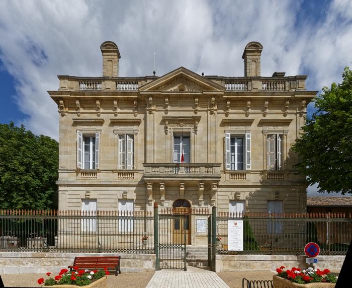 Bastide de Villefranche-de-Lonchat (24), hôtel de ville