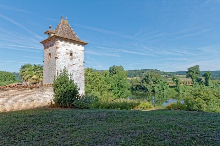 Une tour de gué en bordure du Lot