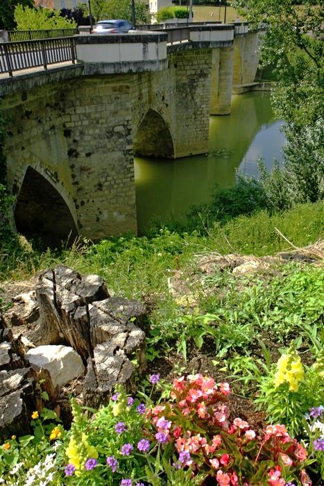 Bastide de Lavardac (47), le pont