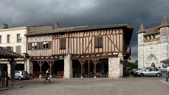 Les maisons à pans de bois sur la place